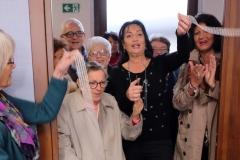 Taglio del Nastro del Sindaco Cisint e la socia più anziana dell'Associazione Alzheimer Isontino
